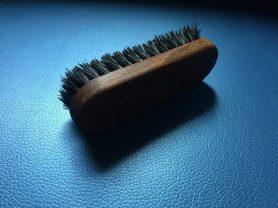 Полировка кожи наппа с помощью щетки