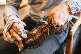 Как правильно ухаживать за кожаной обувью: нанесение подкрашивающего крема