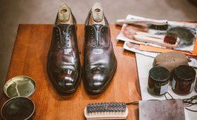 Уход за обувью с помощью косметических продуктов